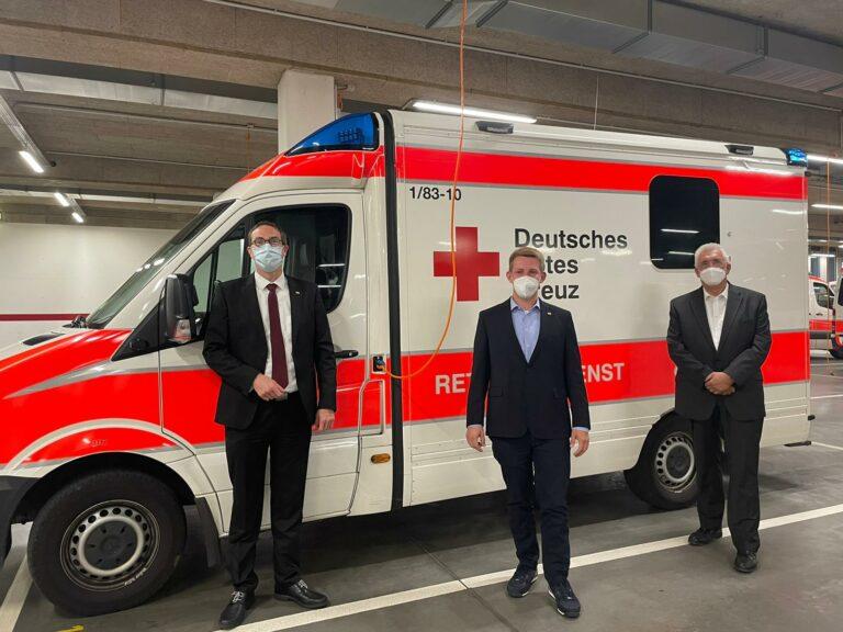 Friedrich Haag bei Informationsgespräch in der DRK-Hauptrettungswache Stuttgart